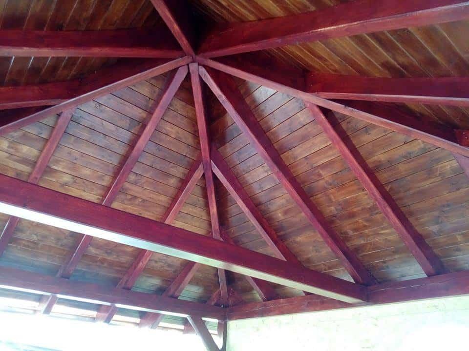 dřevěný podhled